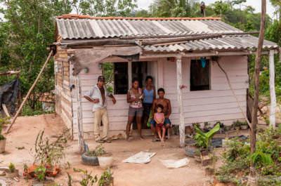 Familie in Minas de Matahambre, fotografiert am 2. Juni 2009.