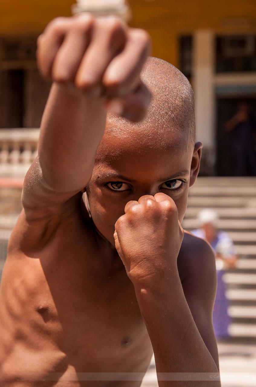 Junger Straßenboxer in Mirarmar, Havanna. Fotografiert am 26. Mai 2009.
