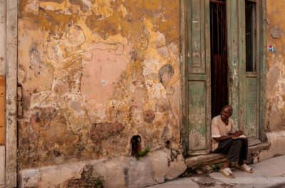 Wand-Boxer und Zuschauer, fotografiert am 30. Mai 2009 in der Altstadt Havanna.