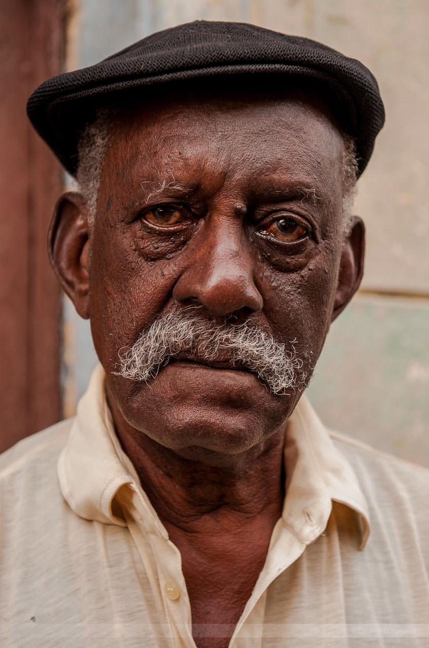 Das Gesicht seines Lebens: Alter Mann in Vedado, Havanna. Fotografiert am 30. Mai 2009.