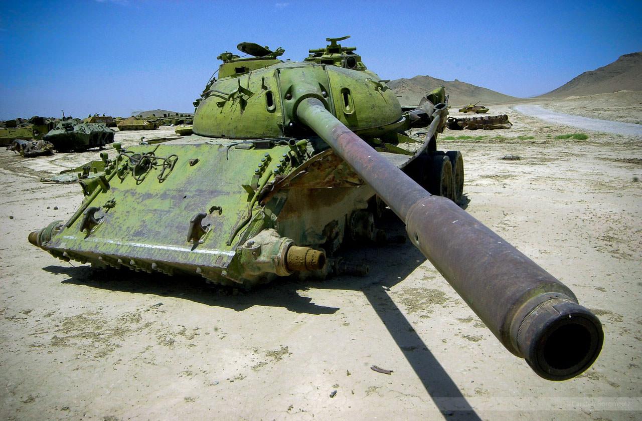 Panzerfriedhof nördlich von Kabul, Afghanistan, Juli 2004