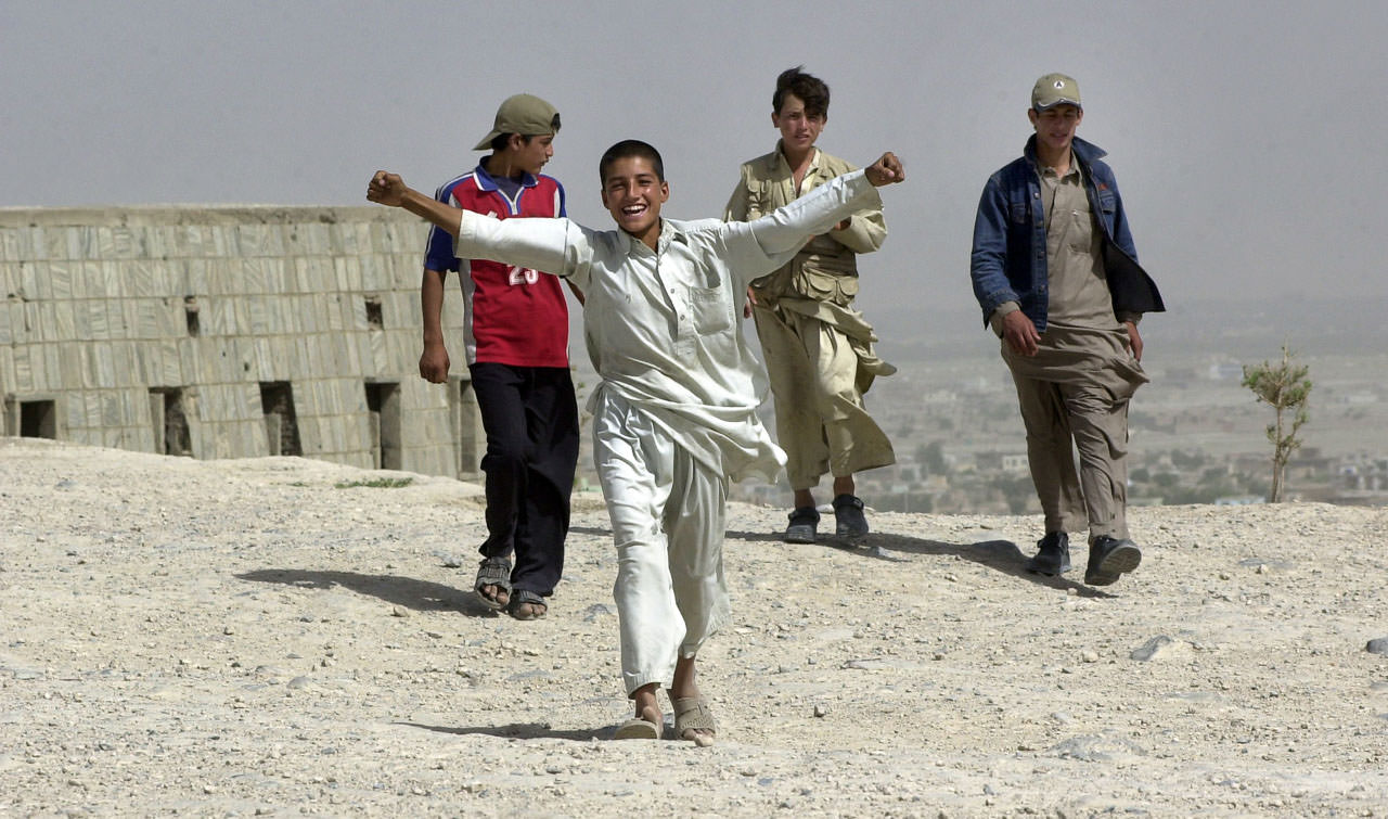 Am Mausoleum oberhalb Kabuls, Afghanistan, Juli 2004