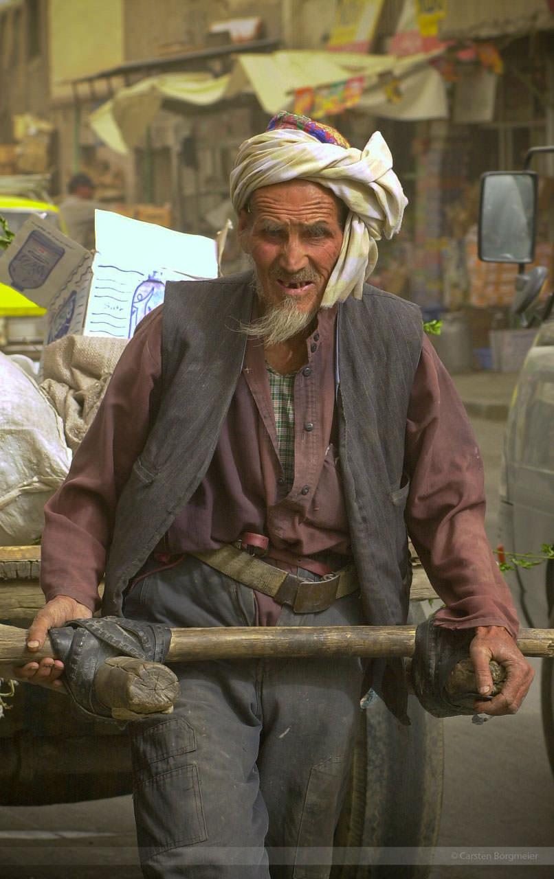 Auf dem Weg zum Markt in Kabul, Juli 2004