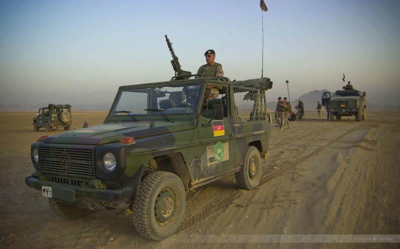 Der Start einer Aufklärungsdrohne wird vorbereitet, Afghanistan 2004