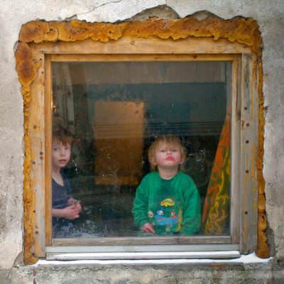 Kinder in einer Backstube, Sarajevo, Bosnien-Herzegowina, Februar 2006