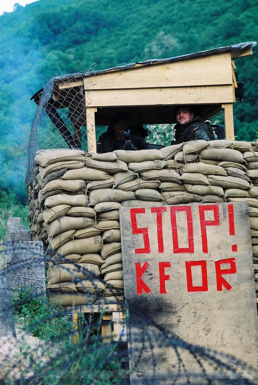 Deutscher KFOR-Posten nahe Prizren, Mai 2000