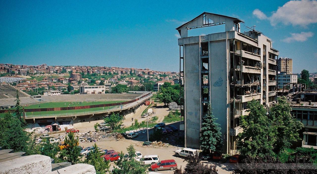 Von NATO-Raketen zerstörtes Polizeigebäude in Pristina, Kosovo, Mai 2000