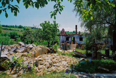 Zerstörte Klosteranlage bei Kacanik, Kosovo, Mai 2000