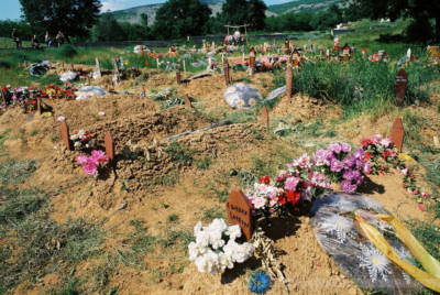Massengrab bei Prizren, Kosovo, Mai 2000