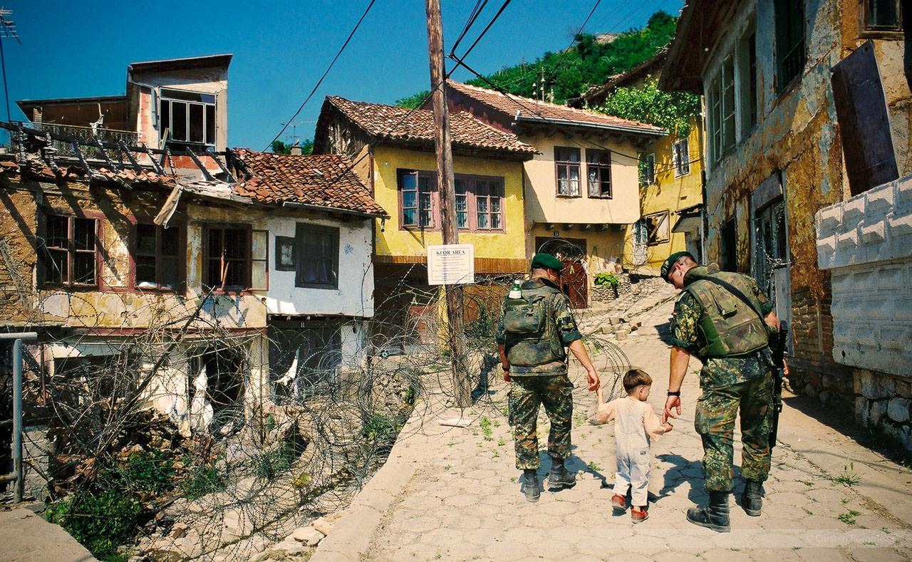 Zerstörtes Serbenviertel in Prizren, Kosovo, Mai 2000