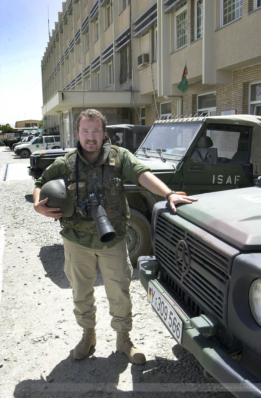 Fotoreporter Carsten Borgmeier im ISAF-Feldlager Camp Warehouse, Kabul, Afghanistan, Juli 2004