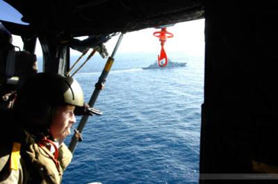 Carsten Borgmeier an Bord eines deutschen Marine-Hubschraubers im östlichen Mittelmeer, Januar 2008