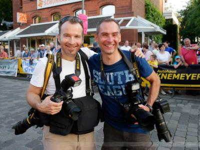 """Carsten Borgmeier mit Kollege Markus Nieländer bei der """"Isselhorster Nacht"""", Gütersloh, Juni 2016, Foto: Henrik Martinschledde"""